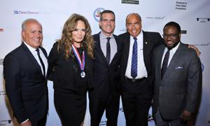 (l to r) E&B President Peter Repovich, honoree Catherine Bach, Mayor Eric Garcetti, Event Chair Arthur Kassel and Assemblymember Sebastian Ridley-Thomas on the red carpet.